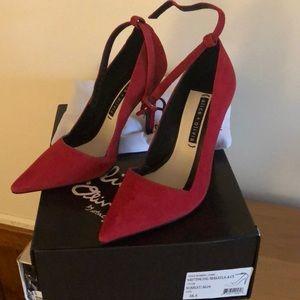 Alice and Olivia NIB scarlet Makayla heels 38.5